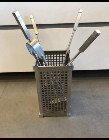 Εργαλεία σε κουβά